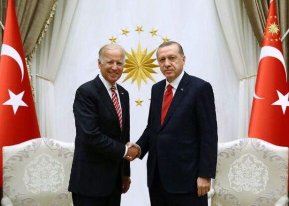 Τουρκία : Ο Ερντογάν προσπαθεί απεγνωσμένα να τραβήξει την προσοχή του Μπάιντεν