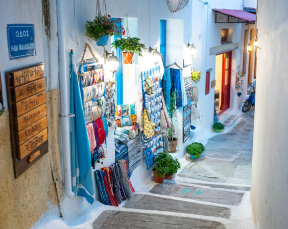 Greece Does Not Rule Out Welcoming Tourists Before May