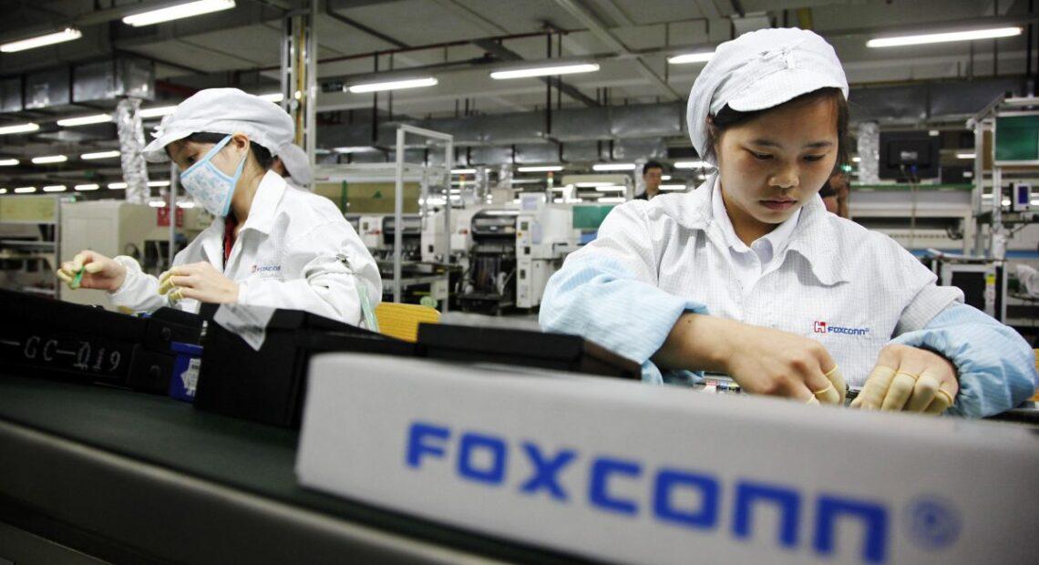 H Foxconn προειδοποιεί την Apple για ελλείψεις προμηθειών