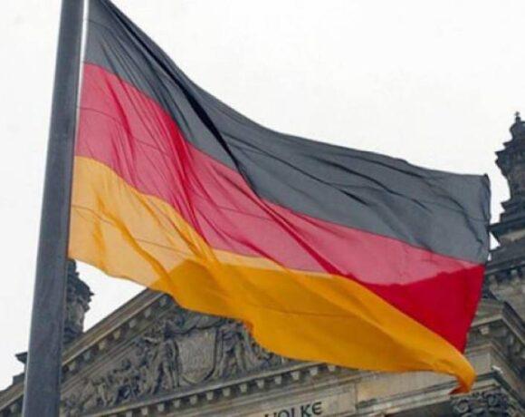 Spiegel: Προσφορές από 7 εταιρείες στη Γερμανία για το ψηφιακό πιστοποιητικό εμβολιασμού
