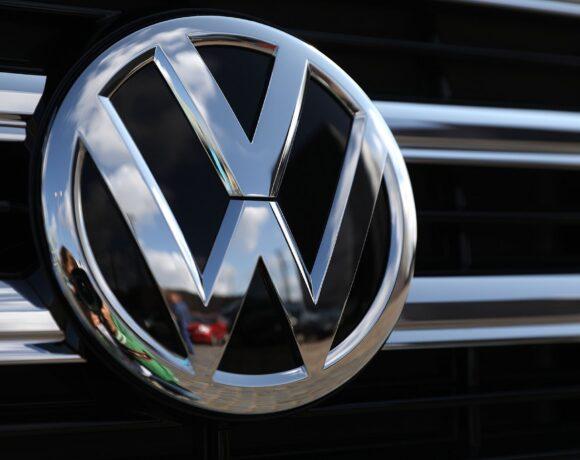 Volkswagen: «Τσεκούρι» σε 5