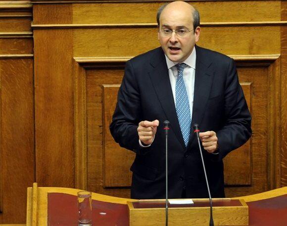 Voucher 200 ευρώ: Θα διευρυνθούν τα κριτήρια – Τι είπε ο Χατζηδάκης (vid)