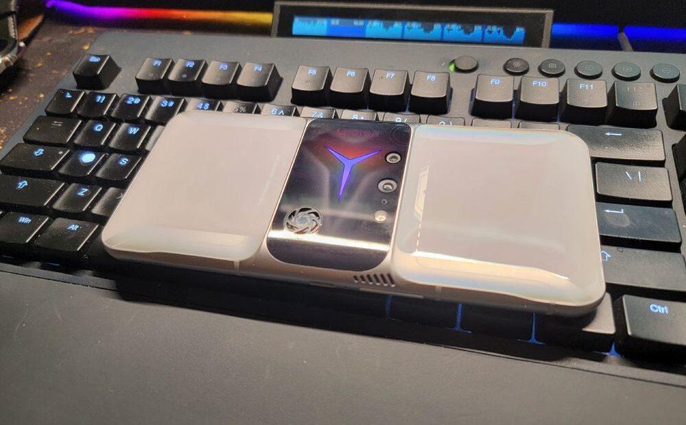 Έρχεται το νέο Lenovo Legion Phone 2 Pro και μοιάζει με… Transformer;