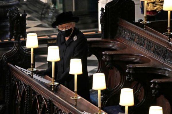 Βασίλισσα Ελισάβετ : Η πιο συγκινητική εικόνα από την κηδεία του πρίγκιπα Φιλίππου