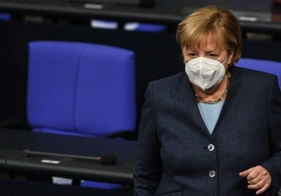 Γερμανία: Η Μέρκελ αλλάζει τον νόμο για να επιβάλλει και πανεθνικό lockdown