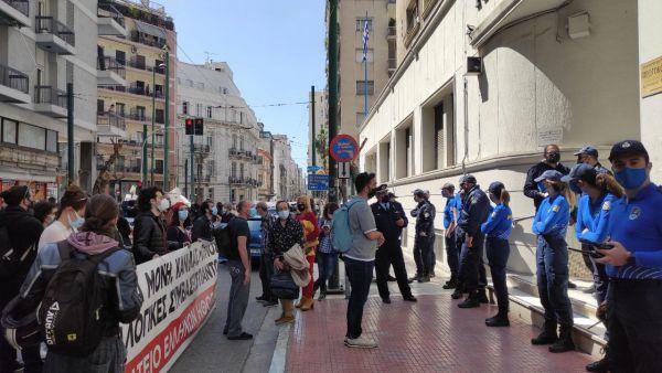 Κινητοποίηση καλλιτεχνών στο κέντρο της Αθήνας – «Έχει εξαντληθεί η υπομονή μας»