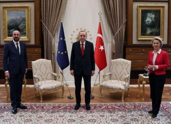Το «sofagate» στριμώχνει τον Ερντογάν – Γαλλικά «πυρά» μετά την επίθεση Ντράγκι