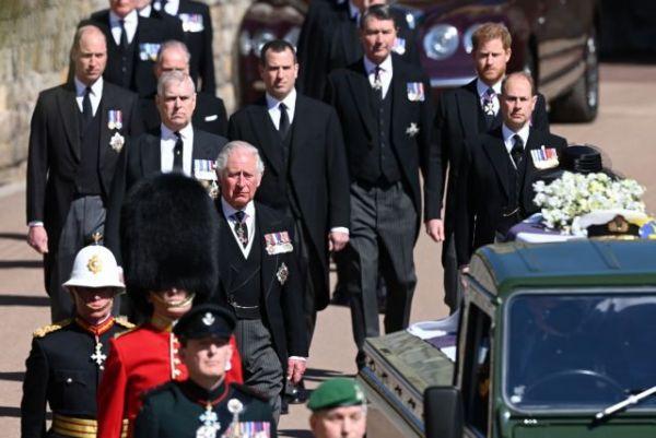 Φίλιππος : Βούρκωσε ο πρίγκιπας Κάρολος αποχαιρετώντας τον πατέρα του