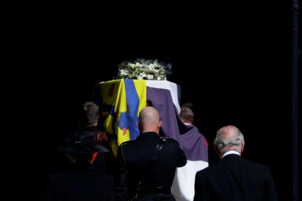 Φίλιππος : Η ελληνική σημαία που συνόδευσε τον πρίγκιπα στην τελευταία κατοικία του