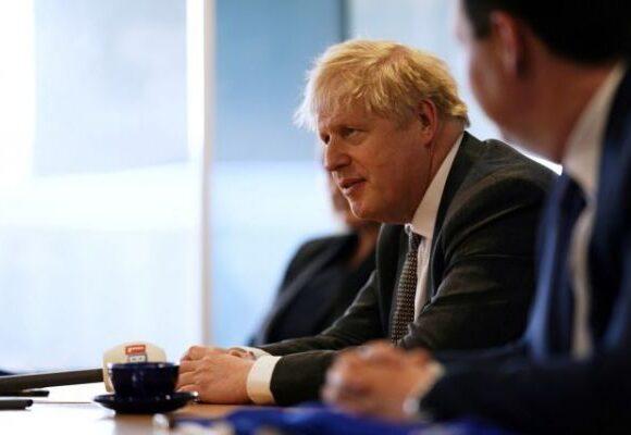 Χαμός στη Βρετανία: Είπε τελικά ο Τζόνσον τη φράση «οχι άλλα lockdown αφήστε τα πτώματα να στοιβάζονται»;