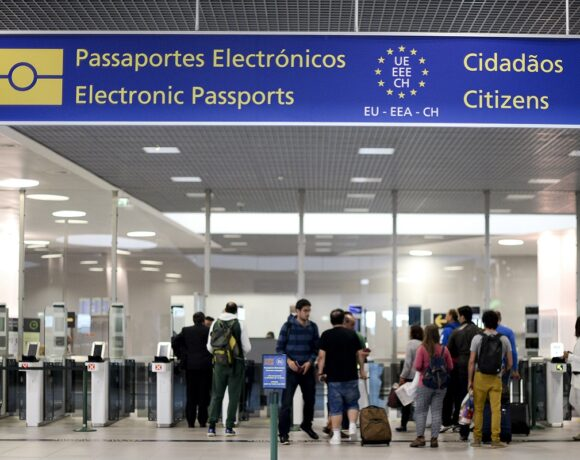 EU Aims to Open this Summer to Vaccinated Tourists from US