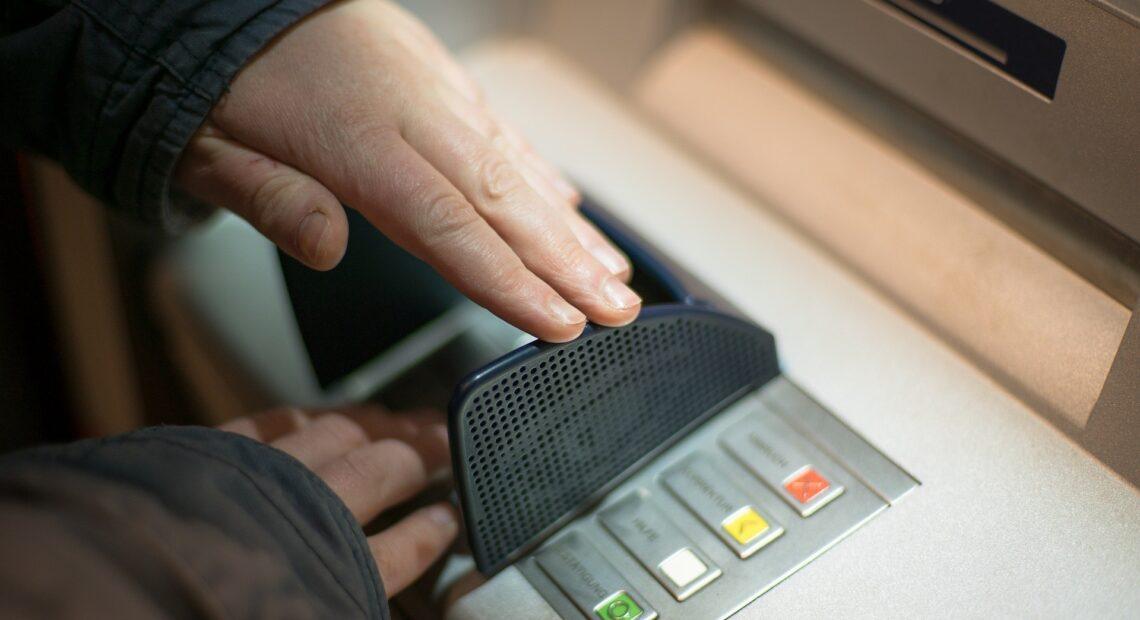 OΠΕΚΑ: Έρχονται πληρωμές εντός Απριλίου – Πότε πληρώνονται τα επιδόματα