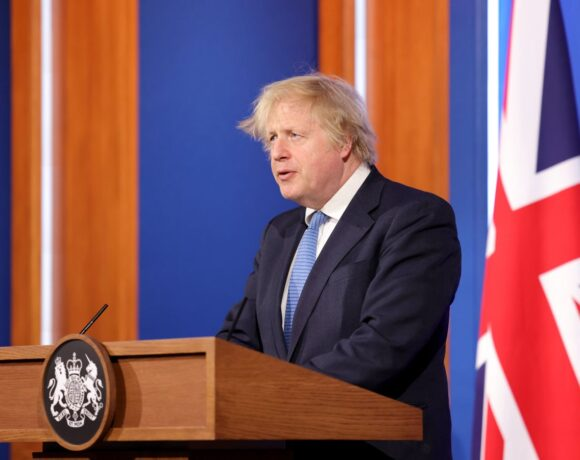 UK: Boris Johnson is 'Hopeful' that Foreign Travel can Restart from May 17