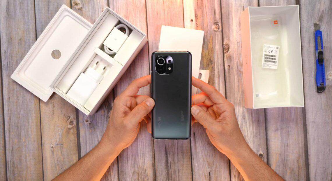 Xiaomi Mi 11: Unboxing στο χρώμα Midnight Grey