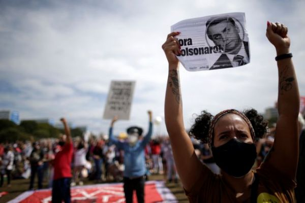 Βραζιλία: Χιλιάδες στους δρόμους κατά του Μπολσονάρο