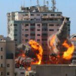 Γάζα: Δημοσιογράφοι του Associated Press τρέχουν να εκκενώσουν το κτίριο πριν βομβαρδιστεί