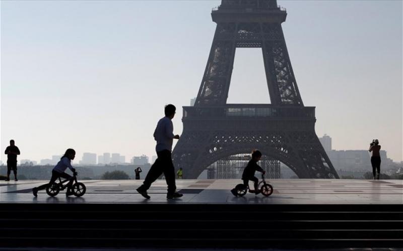 Γαλλία: Σταδιακή χαλάρωση της καραντίνας – Ανοίγουν γυμνάσια και λύκεια με φυσική παρουσία για τους μαθητές