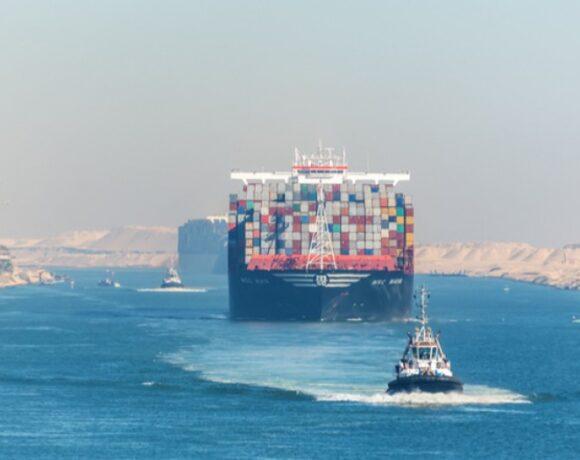 Διώρυγα του Σουέζ: Πρoσάραξε πλοίο μεταφοράς εμπορευματοκιβωτίων – Ομαλά διεξάγεται η κυκλοφορία