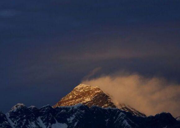 Εβερεστ: Ενας 51χρονος έσπασε κάθε ρεκόρ αναρριχήσεων στην κορυφή του κόσμου