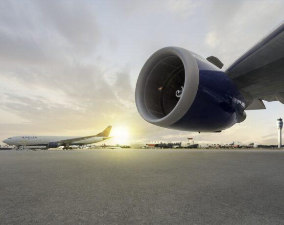 Η Delta γίνεται η πρώτη αεροπορική που επαναφέρει τις πτήσεις από ΗΠΑ σε Ελλάδα