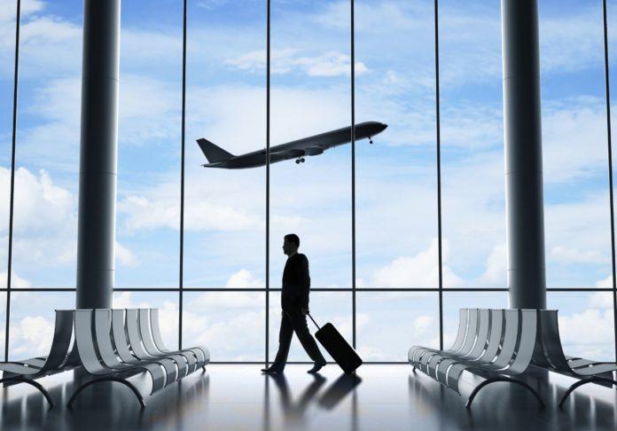 Κομισιόν- Τουρισμός: Χαλάρωση των μέτρων για τα ταξίδια αλλά και «φρένο ασφαλείας» για τις μεταλλαγές του ιού