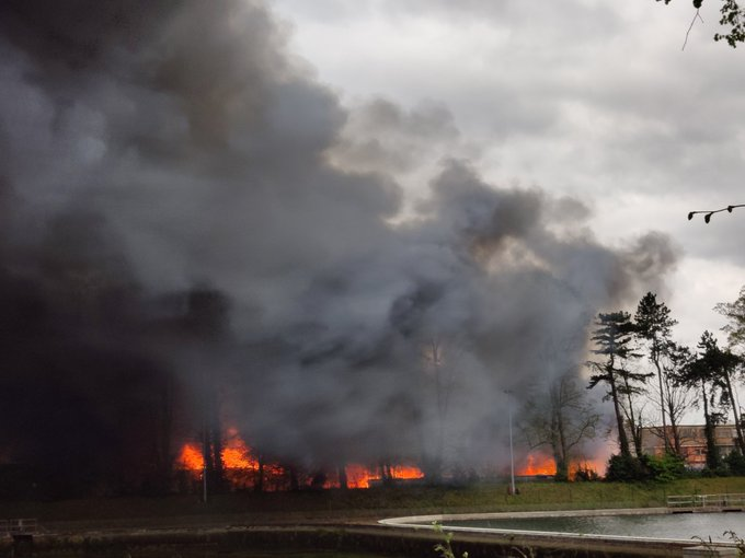 Τάμεσης: Μεγάλη φωτιά στην αποβάθρα – Σύννεφο καπνού σκέπασε το Δυτικό Λονδίνο