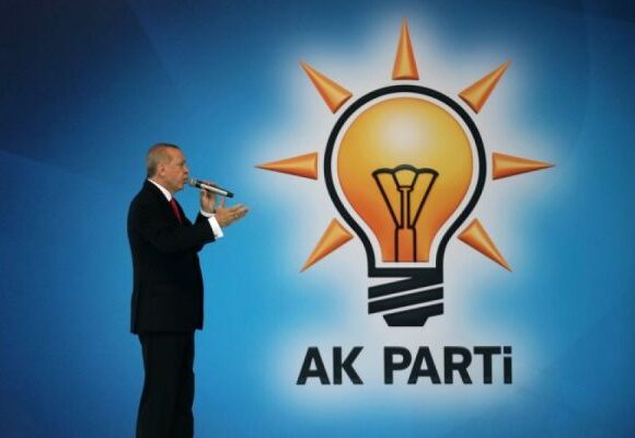 Τουρκία: το σκάνδαλο με τα «γκρίζα διαβατήρια» γκρεμίζει τον μύθο των «καθαρών χεριών» του AKP