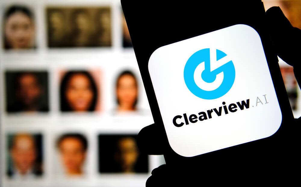 Clearview AI: Καταγγελίες – και στην Ελλάδα – για παράνομη βάση δεδομένων από φωτογραφίες στα social media