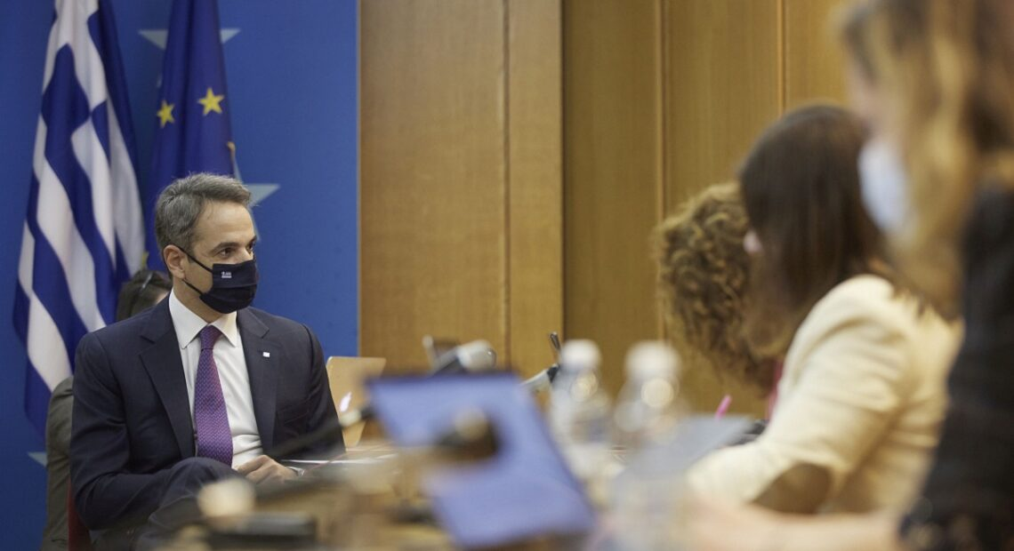 Greek PM Calls for Cooperation to Get EU Covid Travel Pass Off the Ground