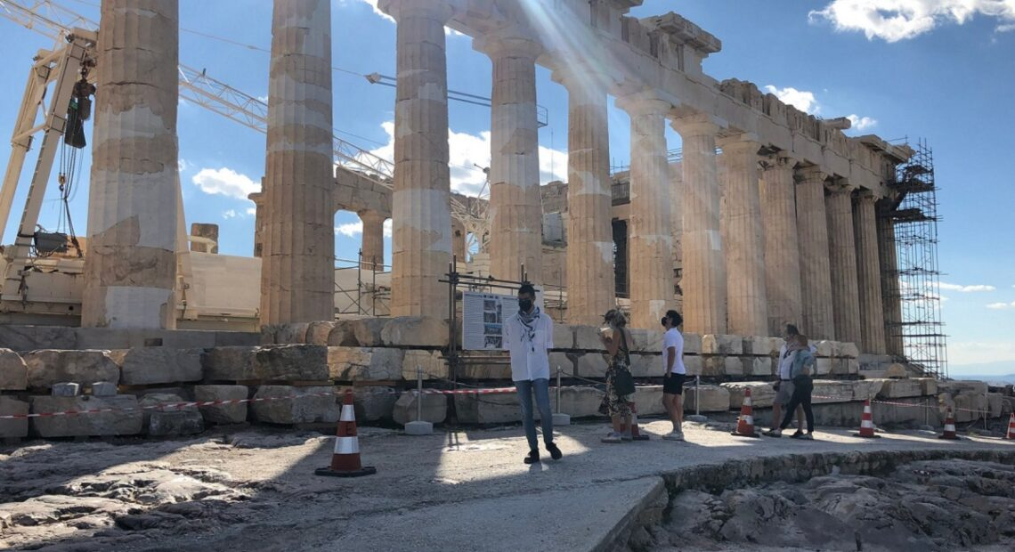 Greek Tourist Guides to Get Covid-19 Support in Full, Says Minister