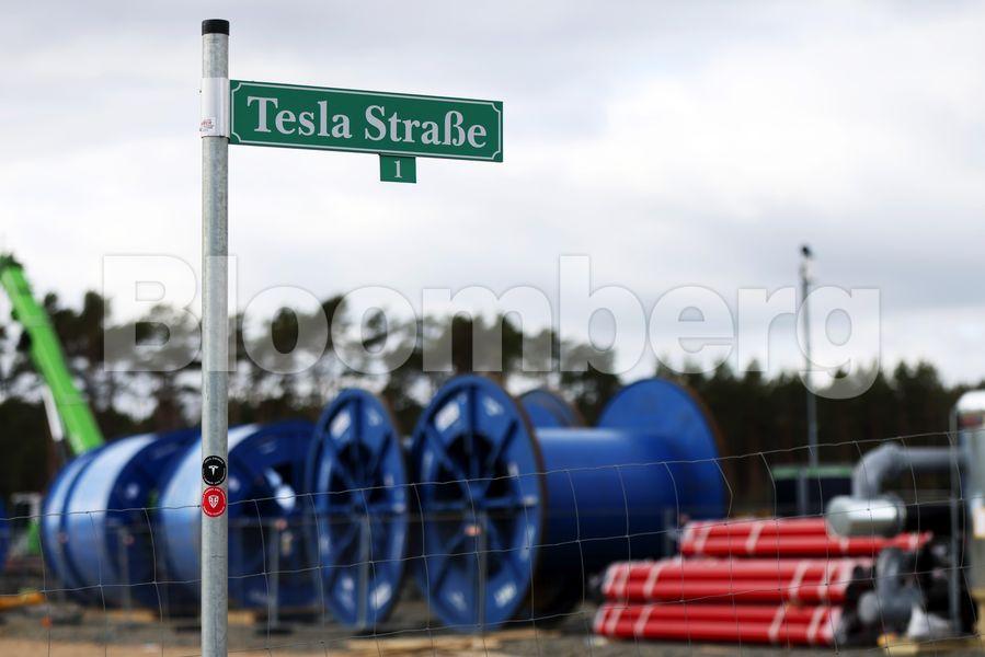 Tesla: Καθυστερεί ξανά το νέο εργοστάσιο στο Βερολίνο