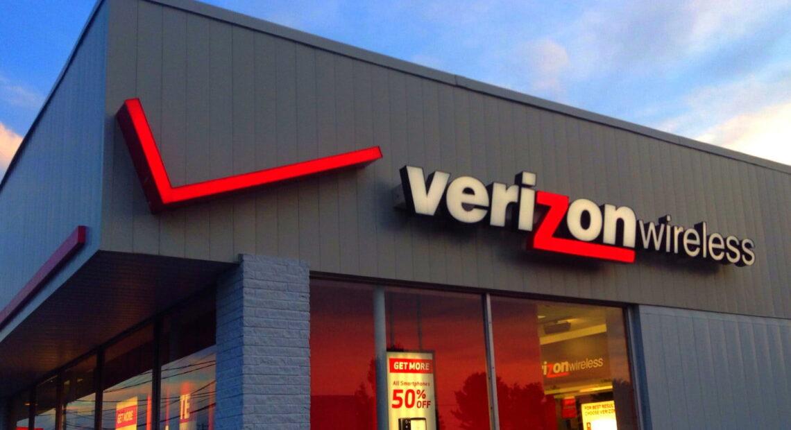 Verizon: Πούλησε AOL και Yahoo στην Apollo Global Management έναντι $5 δισ.