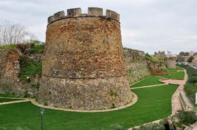 Κάστρο Χίου: Το Παλάτι Ιουστινιάνι και η Σκοτεινή Φυλακή