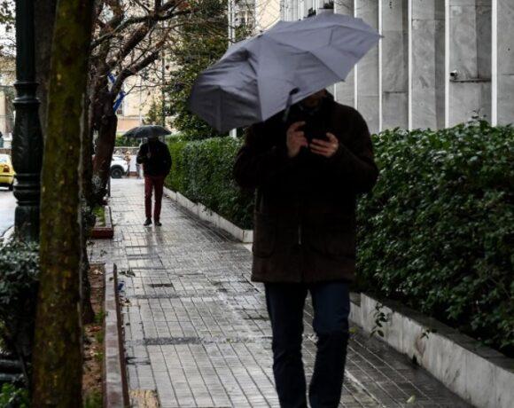 Καιρός σήμερα: «Άνοιξαν οι ουρανοί» στην Αττική – Καταιγίδες, διακοπές ρέυματος, χαλάζι