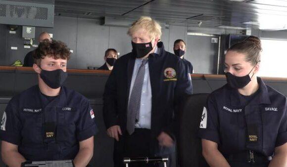 Μεγάλη Βρετανία – Ρωσία: τι σηματοδοτεί η «διπλωματία των κανονιοφόρων» στην Κριμαία