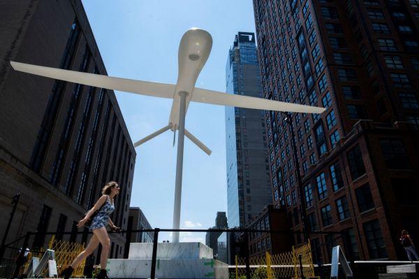 Νέα Υόρκη: Λευκό γλυπτό αναπαριστά πολεμικό drone