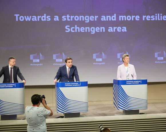 EU Aims to Make Schengen 'Largest Free Travel Area in the World'