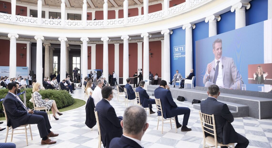 PM Mitsotakis-SETE: Greek Tourism May See Better Days in 2nd Half of 2021