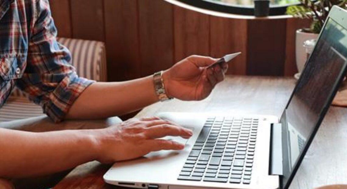 Έρευνα: Το 50% των χρηστών του διαδικτύου προτιμά τις online αγορές