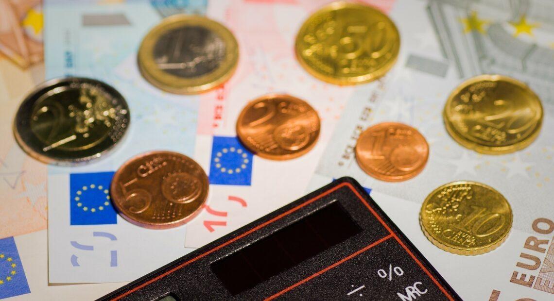 Αναδρομικά: Πότε θα γίνουν οι πληρωμές για Δημόσιο και ιδιωτικό τομέα