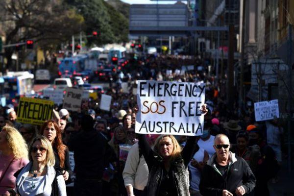 Αυστραλία: Διαδηλώσεις κατά του lockdown, συγκρούσεις διαδηλωτών με την αστυνομία στο Σίδνεϊ