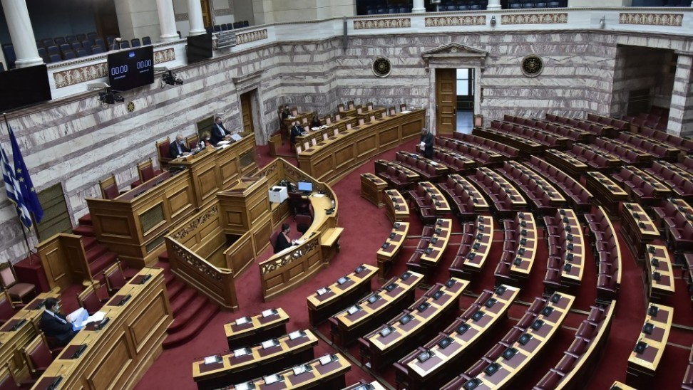 Βουλή: Ψηφίστηκε η τροπολογία για τους εμβολιασμούς – Τι προβλέπει