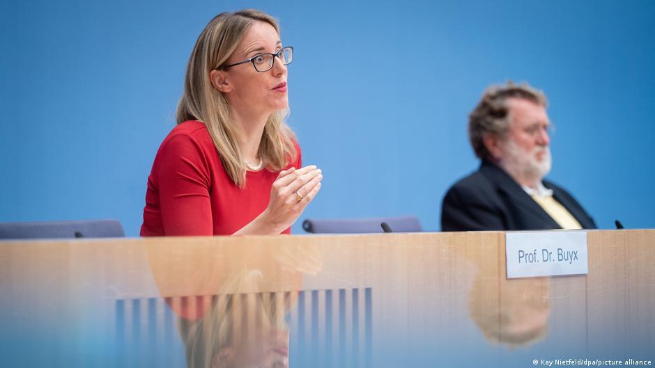 Γερμανία: «Οχι» στους υποχρεωτικούς εμβολιασμούς – Θίγουν «θεμελιώδη συνταγματικά δικαιώματα»