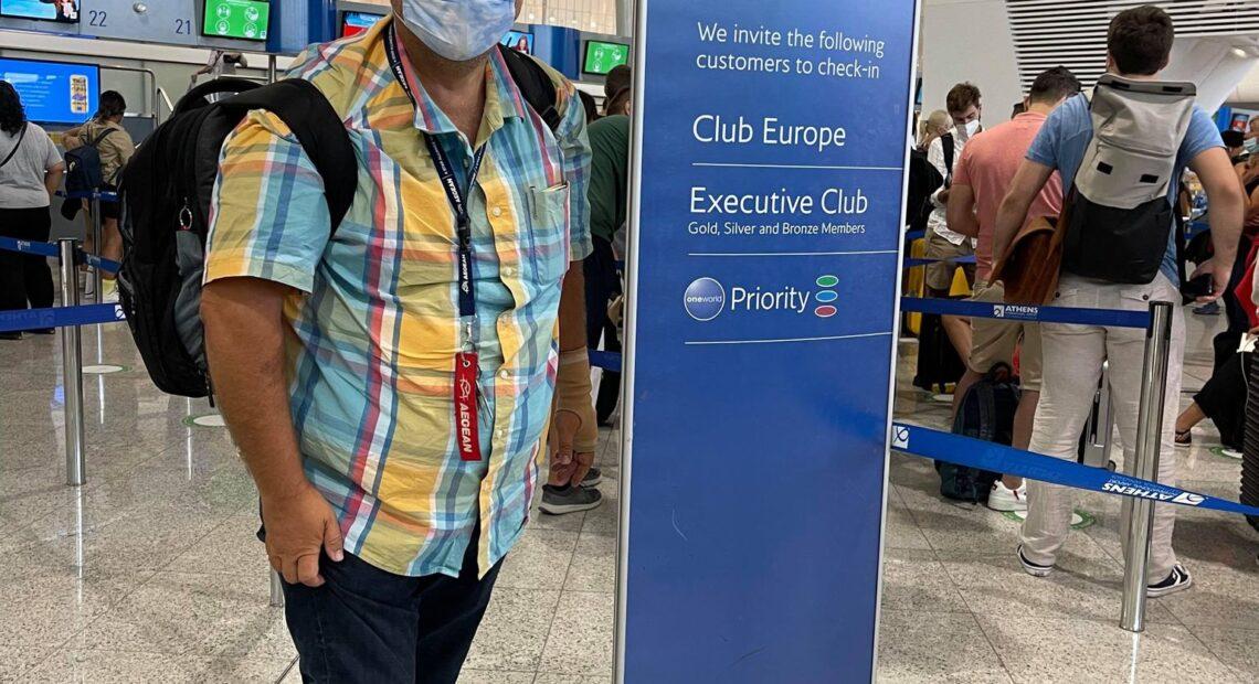 """Δείτε την """"υποδειγματική"""" τήρηση των μέτρων στο αεροδρόμιο της Αθήνας"""