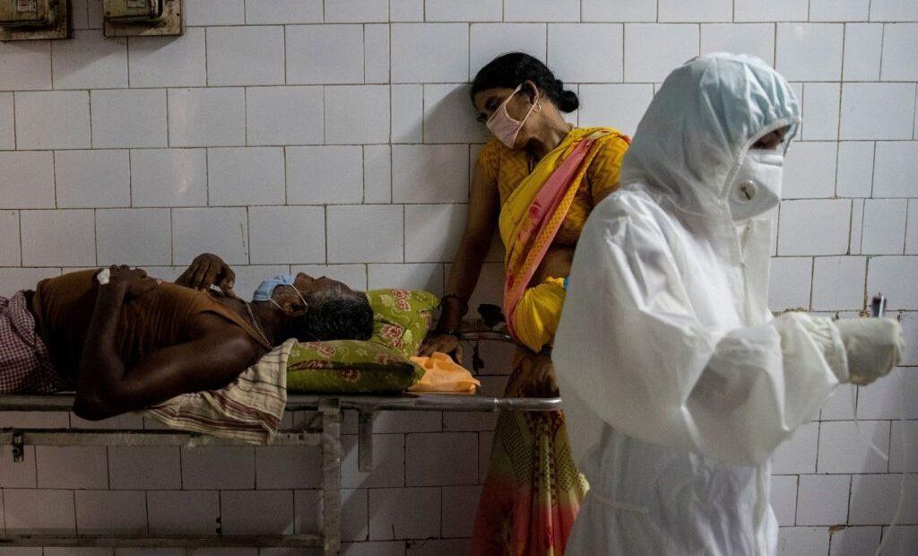 Ινδία: Συνεχίζει να «σαρώνει» ο κοροναϊός