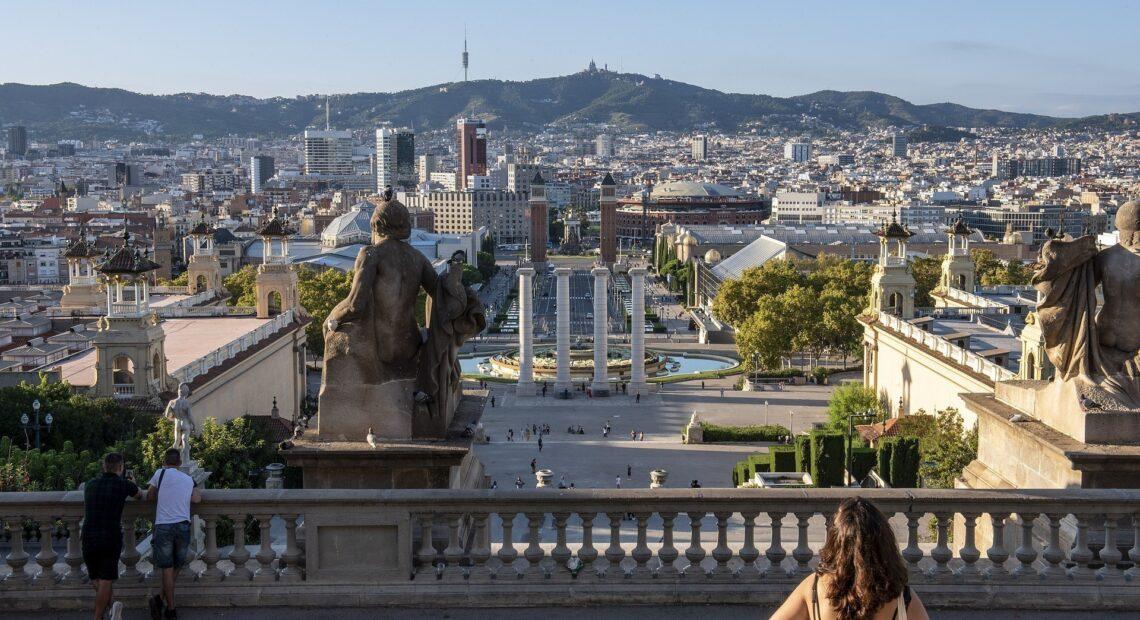 Ισπανία – κορωνοϊός: Eπαναφέρει περιορισμούς και απαγόρευση κυκλοφορίας