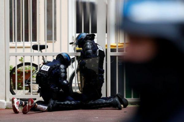 Κοροναϊός: Διαδήλωση στο Παρίσι κατά των μέτρων που ανακοίνωσε ο Μακρόν
