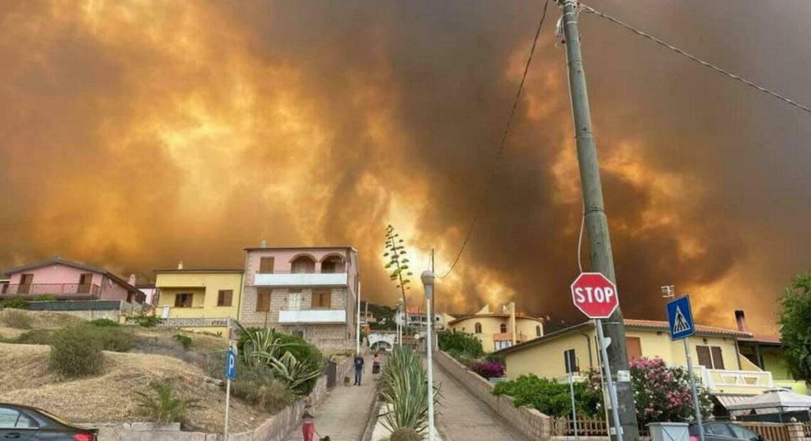 Κόλαση στη Σαρδηνία: Κατάσταση έκτακτης ανάγκης – Καίγονται σπίτια, χιλιάδες άνθρωποι τα εγκαταλείπουν