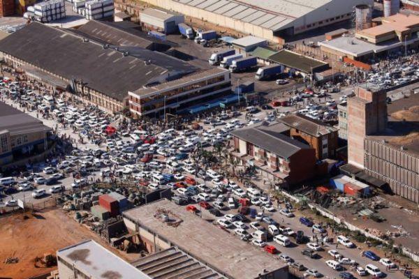 Νότια Αφρική: Ελλείψεις σε καύσιμα και τρόφιμα από τα βίαια επεισόδια