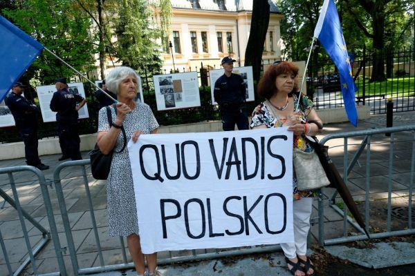 Ουγγαρία και Πολωνία στο στόχαστρο της Ευρωπαϊκής Επιτροπής για θέματα κράτους δικαίου